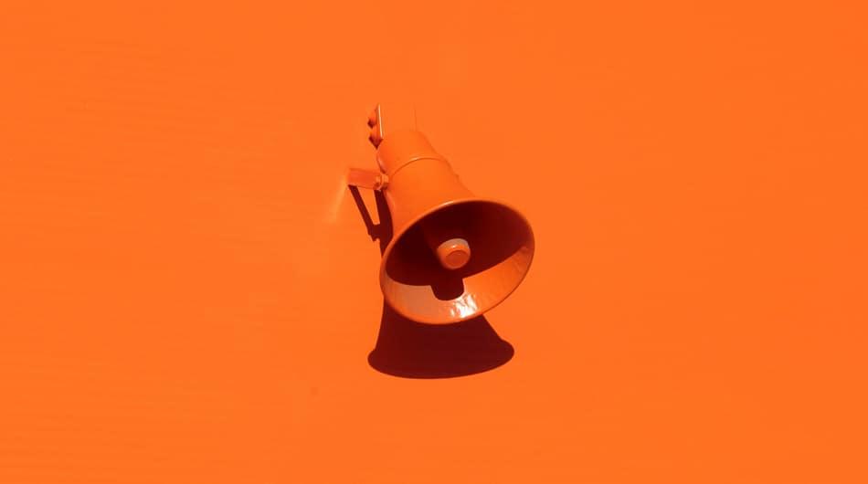 megafono arancione